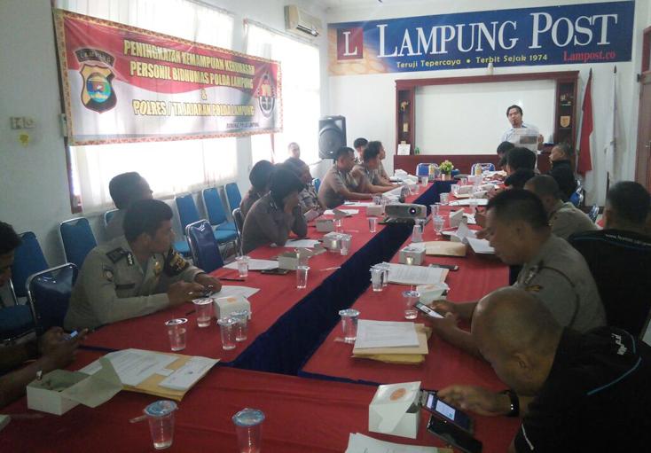 Bidhumas Polda Lampung Tingkatkan Kemampuan Jurnalistik Personel
