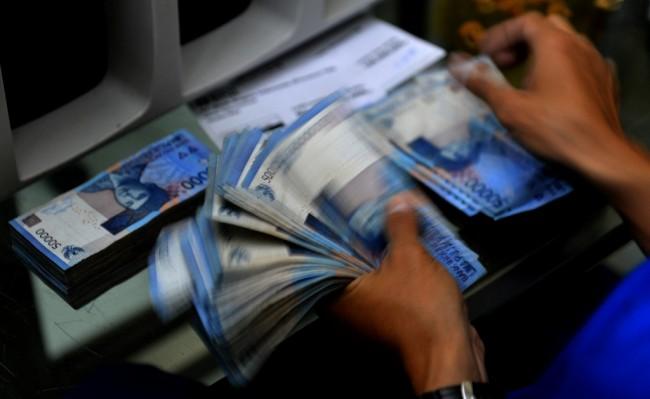 Awal Pekan, Rupiah Melemah ke Posisi Rp13.763/USD