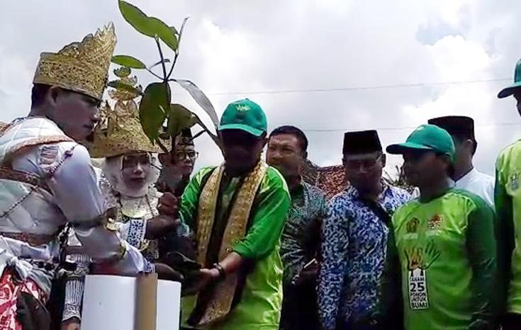 VIDEO: Mau Nikah? Calon Pengantin di Lampung Wajib Tanam 5 Pohon