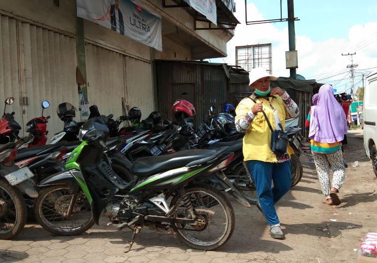 Kisah Srikandi Sidomulyo, dari Tukang Ojek Hingga Jadi Juru Parkir