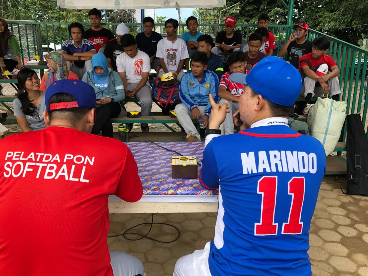 Perbasasi Lampung Lepas Atlet ke Kejurnas Sofbol di Yogyakarta