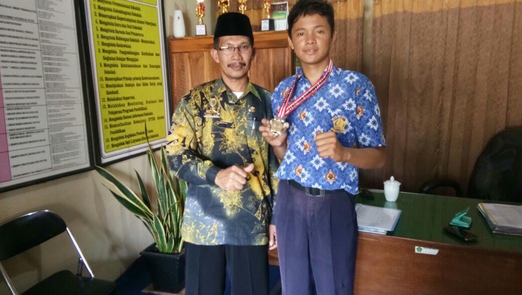 Siswa MTsN 2 Lamsel Raih Medali Perak