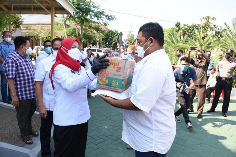 1.000 Paket Sembako Disalurkan Paguyuban Villa Citra dan PSMTI Lampung via Pemkot