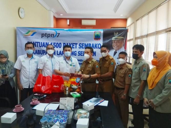 1.500 Paket Sembako Disalurkan PTPN 7 untuk Warga Terdampak Covid-19 di Lamsel