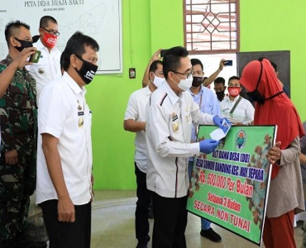 1.742 KPM di 16 Desa Way Jepara Mendapatkan BLT DD