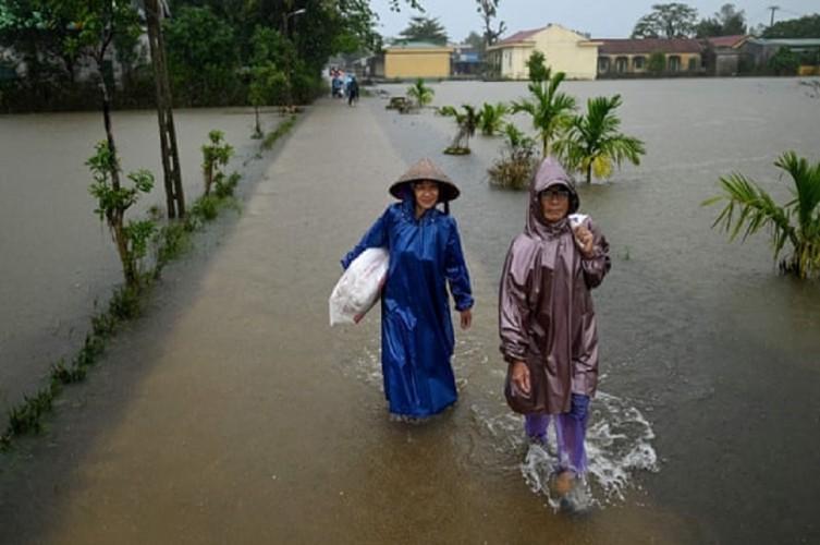 100 Orang Tewas Akibat Banjir di Vietnam