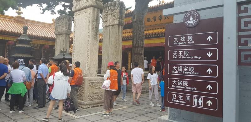 108, Angka Keberuntungan dari Anak Tangga Vihara Wu Tai Shan