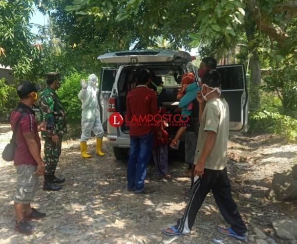13 Warga Ketapang Keluarga Korban Covid-19 Dijemput Ambulans