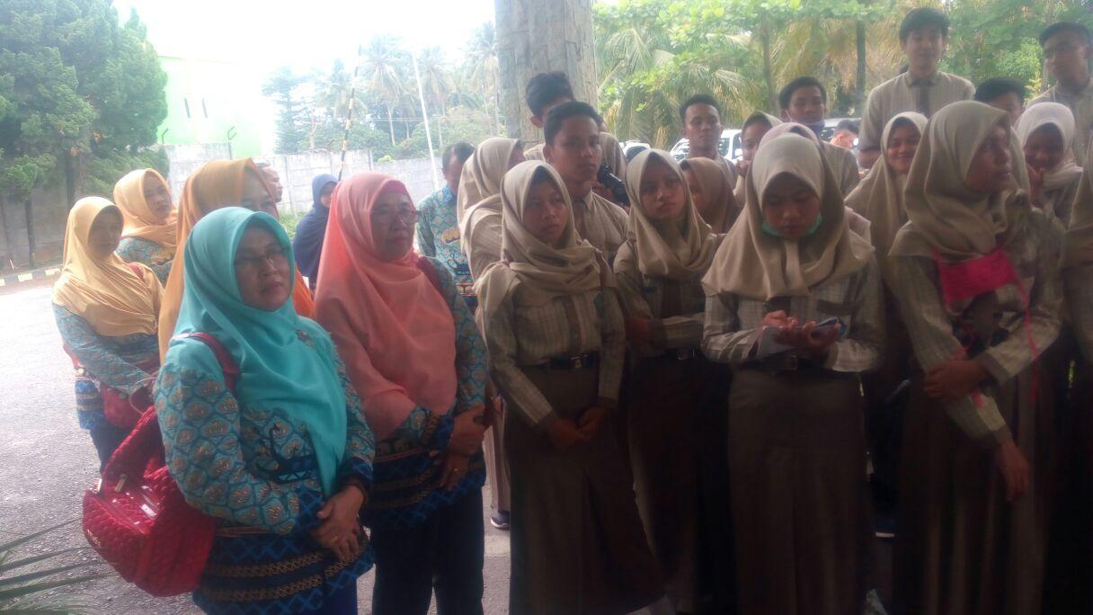 Siswa SMAN 1 Pekalongan Kunjungi Kantor Lampung Post