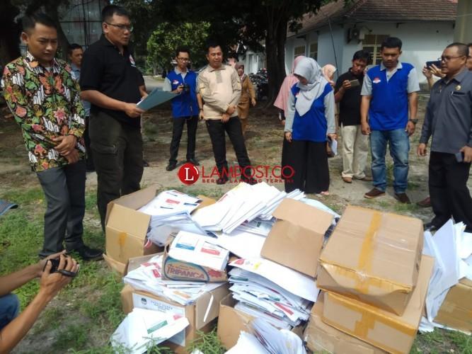 KPU Lamsel Musnahkan Surat Suara Pemilu Rusak