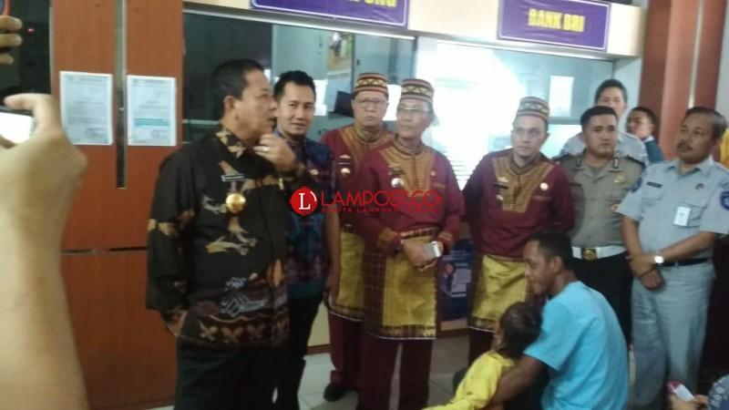 Pastikan Pelayanan, Arinal Sidak ke Kantor Samsat Lampung