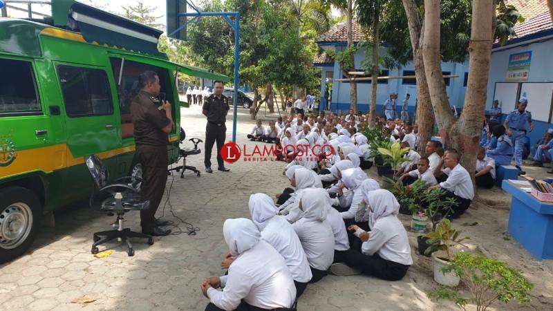 Jaksa Keliling Masuk Sekolah Sambangi Dua SMA di Bandar Lampung