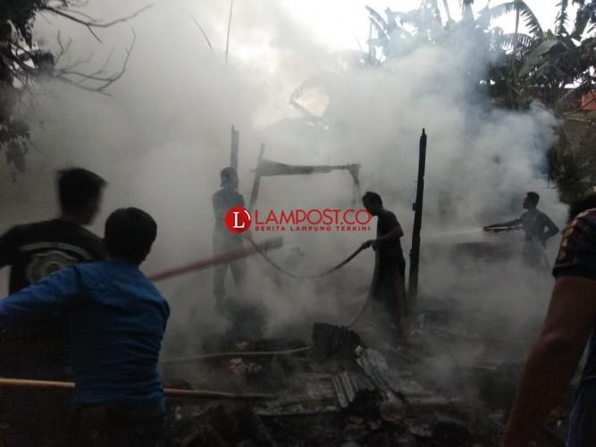 Ditinggal Berdagang, Rumah Warga Kedaton Ludes Terbakar