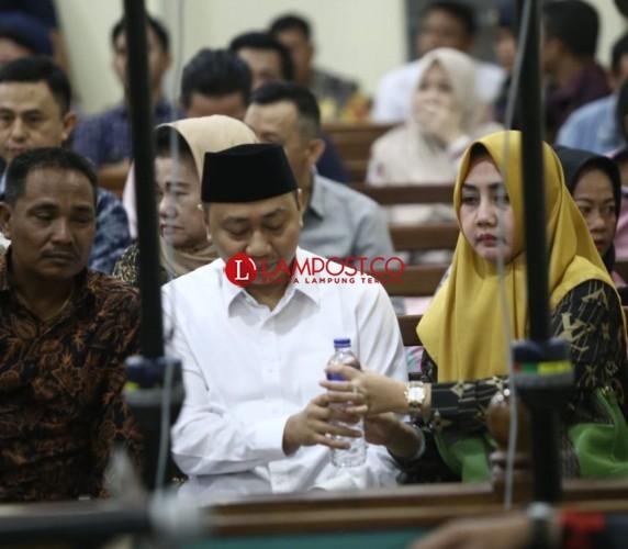 Bupati Nonaktif Lampung Utara Didakwa Terima Suap Rp 1,3 Miliar