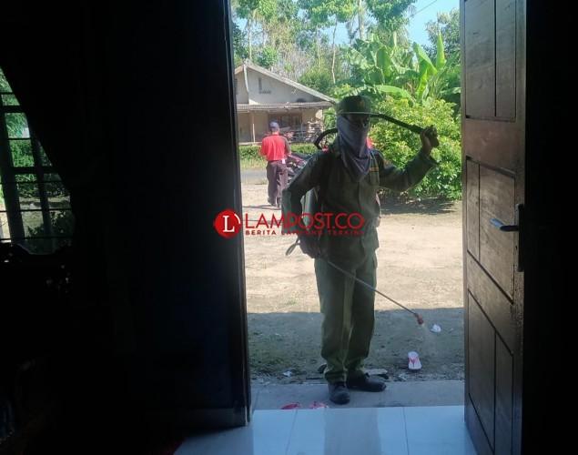 Ratusan Rumah di Desa Bangunrejo Disemprot Disinfektan