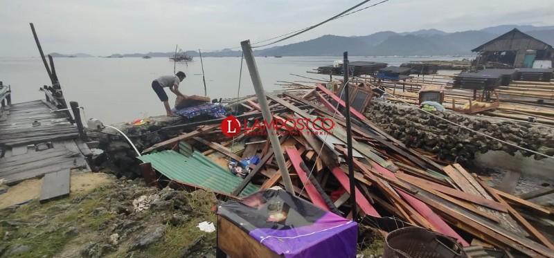 Diterjang Puting Beliung, Rumah Warga Pulau Pasaran Rata dengan Tanah