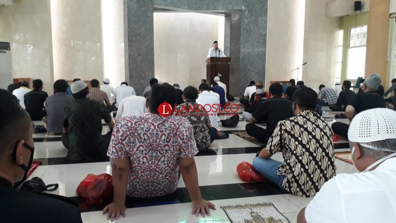 Jemaah Membeludak, Masjid Nursiah Daud Paloh Gelar Salat Jumat 2 Gelombang