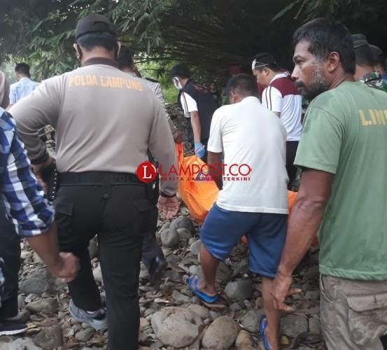 Warga Geger Ada Mayat Mengapung di Sungai Arum