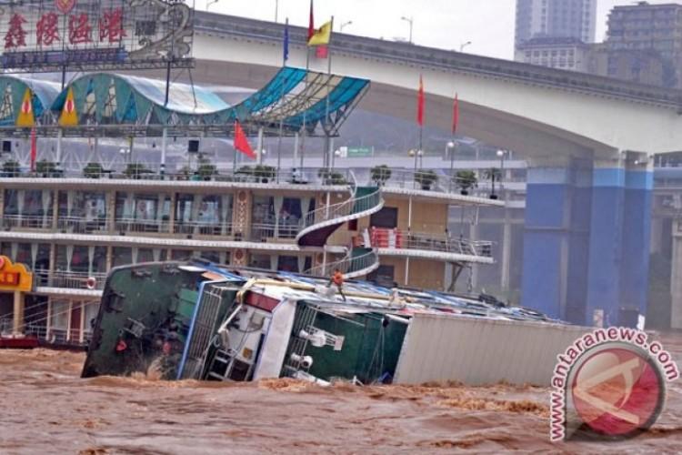 16 Orang Tewas Akibat Hujan Lebat di China Selatan