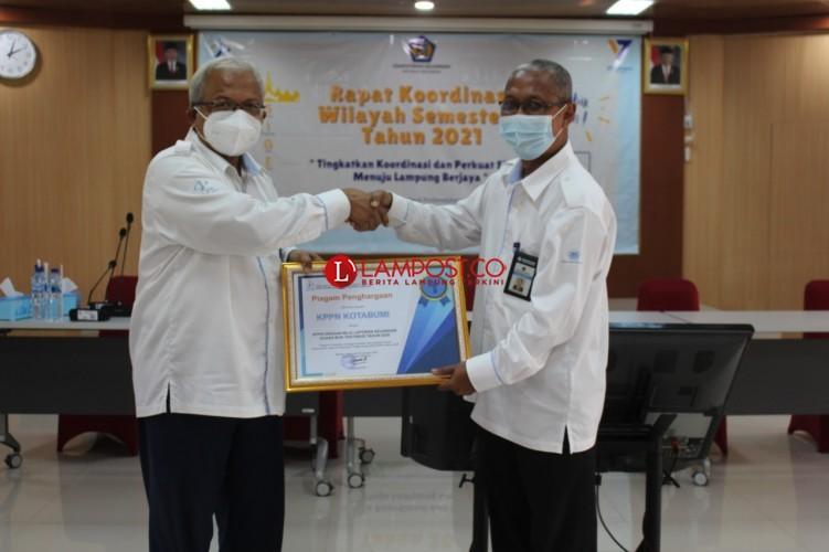 KPPN Kotabumi Sabet Dua Penghargaan