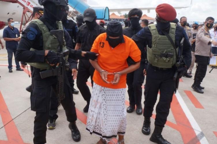 18 Tahun Buron, Zulkarnaen Sembunyi di 25 Kota