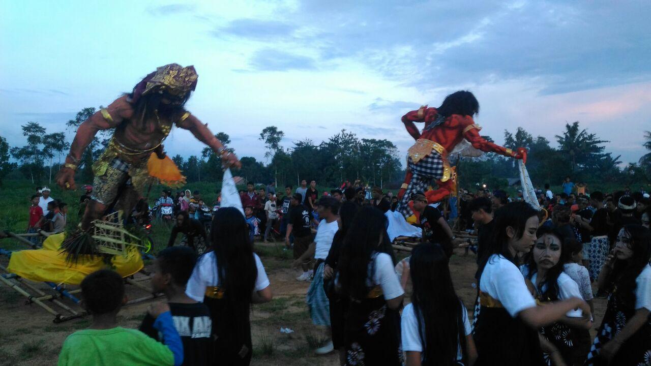 Peringati Nyepi, Umat Hindu Tubaba Arak Ogoh-ogoh