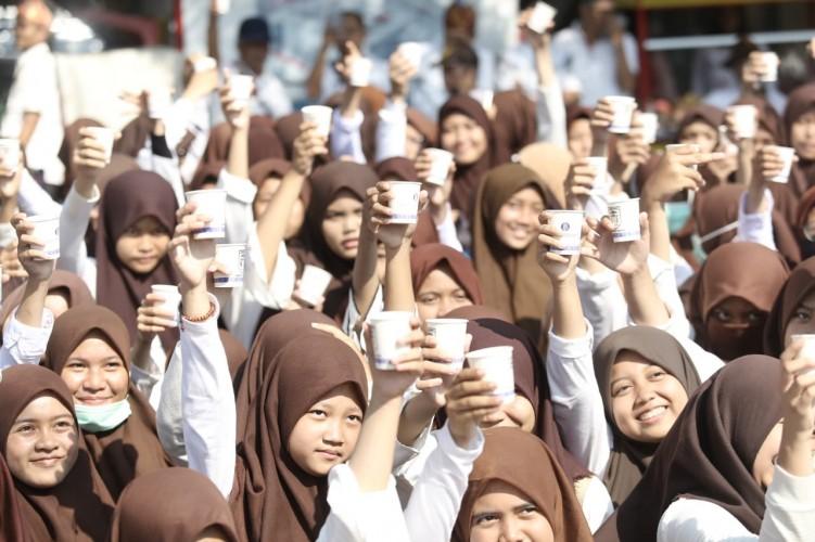 2.262 Perempuan Minum Kopi Pecahkan Rekor MURI
