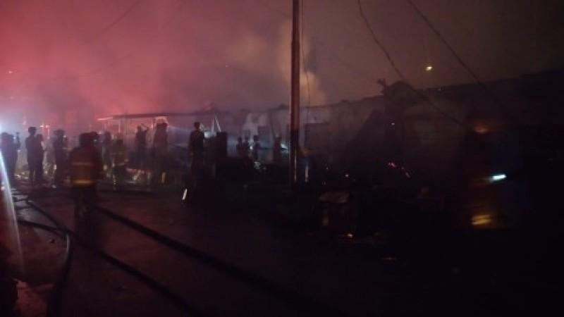 20 Rumah Semi Permanen Ludes Terbakar