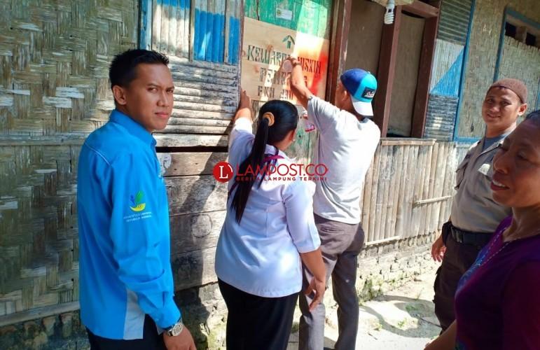 239 KPM PKH di Desa Baliagung Dipasang Tanda Khusus