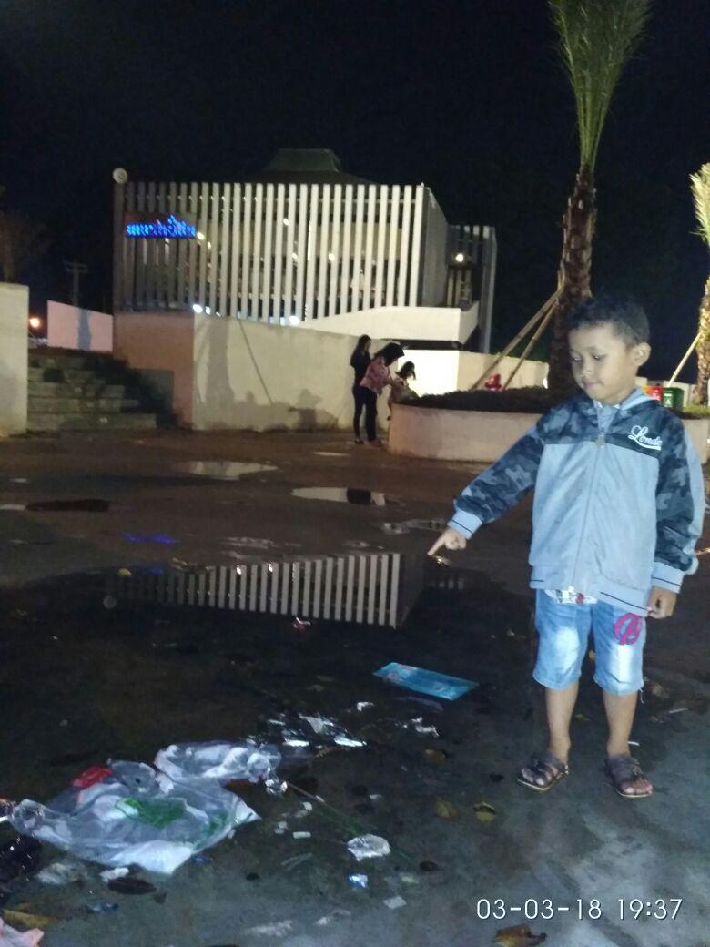 Banyak Sampah Berserakan di Taman Gajah Lampung