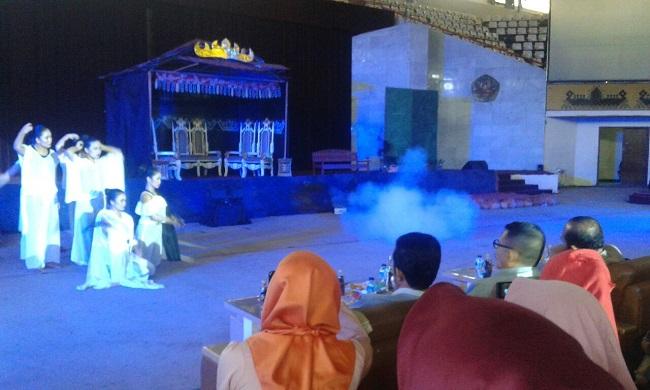 Mahasiswa Gelar Lakon Legenda Keratuan Balaw