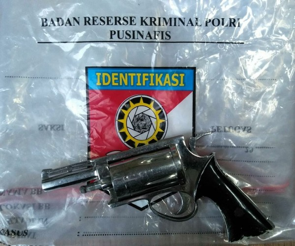 3 Anggota Sindikat Jual Beli Pistol di Lampung Ditangkap
