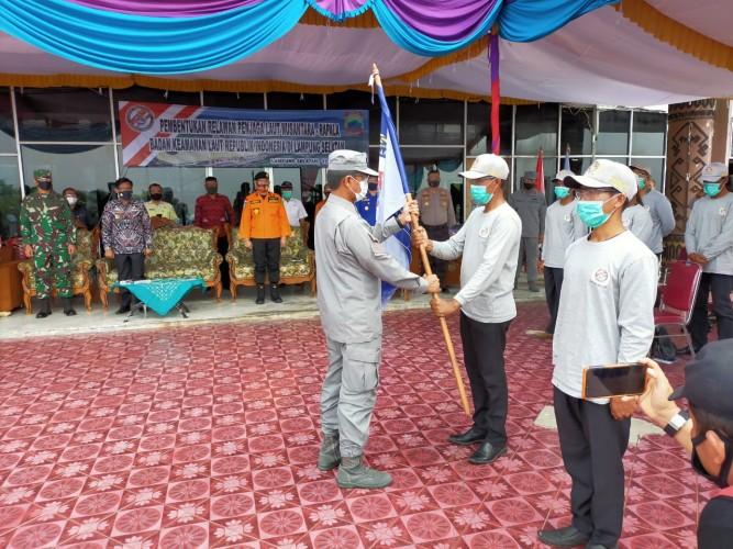 30 Relawan Penjaga Laut Pesisir Lampung Selatan Dikukuhkan
