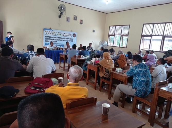 300 Guru SMK di Lamsel Rumuskan Soal Ujian Berbasis Android