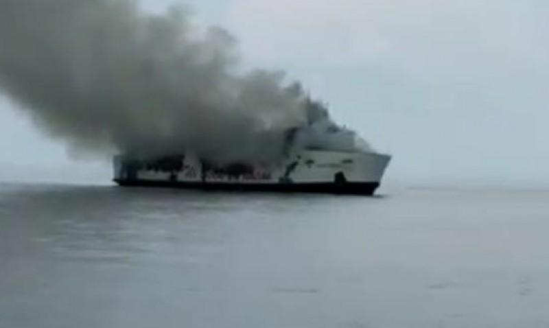 303 Korban Kapal Terbakar Dievakuasi
