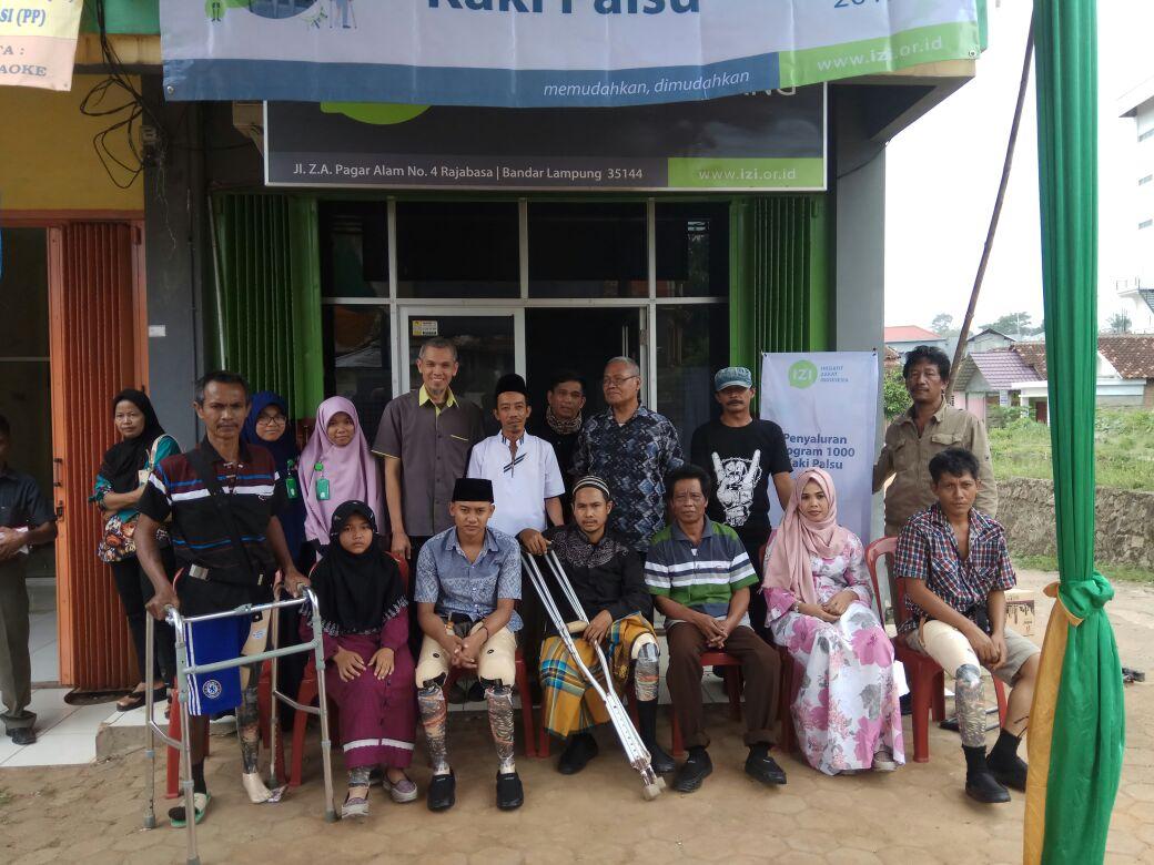 Inisiatif Zakat Indonesia Lampung Bagikan 12 Kaki Palsu