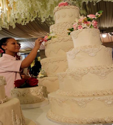 Mendulang Rupiah Bisnis Kue Pengantin