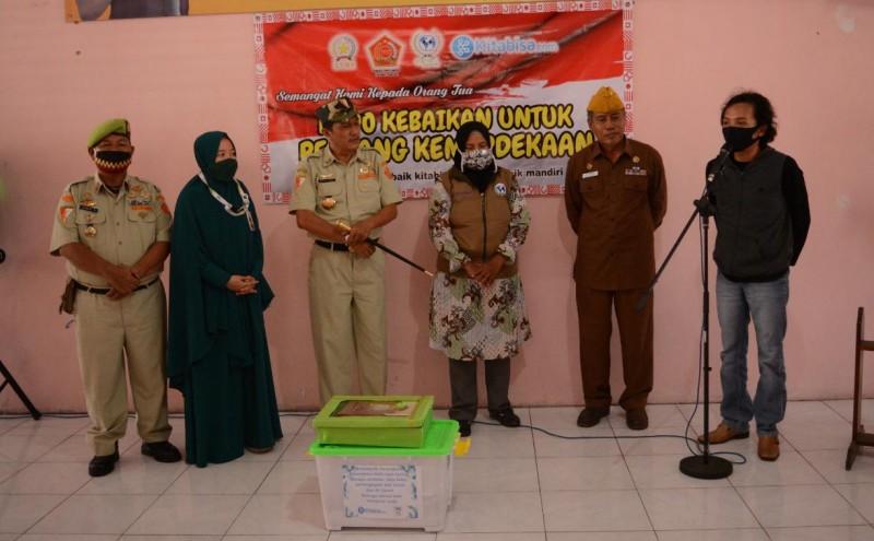 350 Kado Kemerdekaan Dibagikan kepada Veteran Lampung