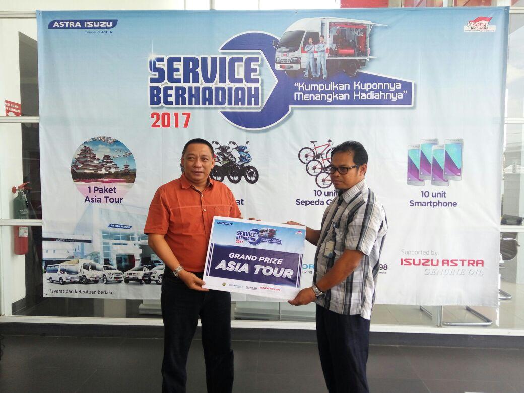 Indra Menangkan Hadiah Utama Program Service 2017 dari Astra Isuzu