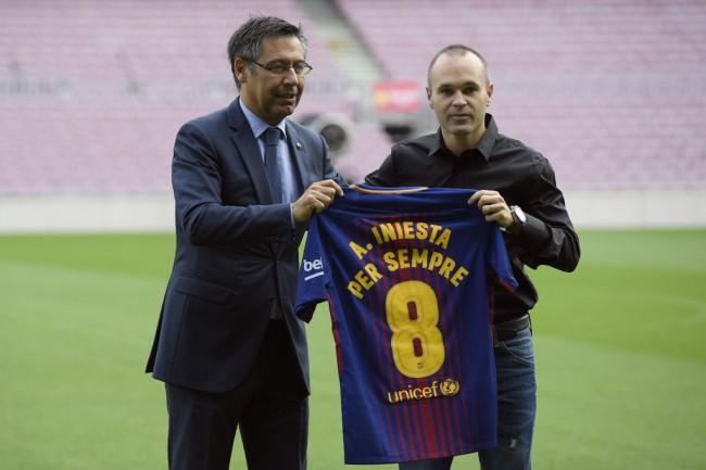 Iniesta Pastikan Pensiun di Barcelona