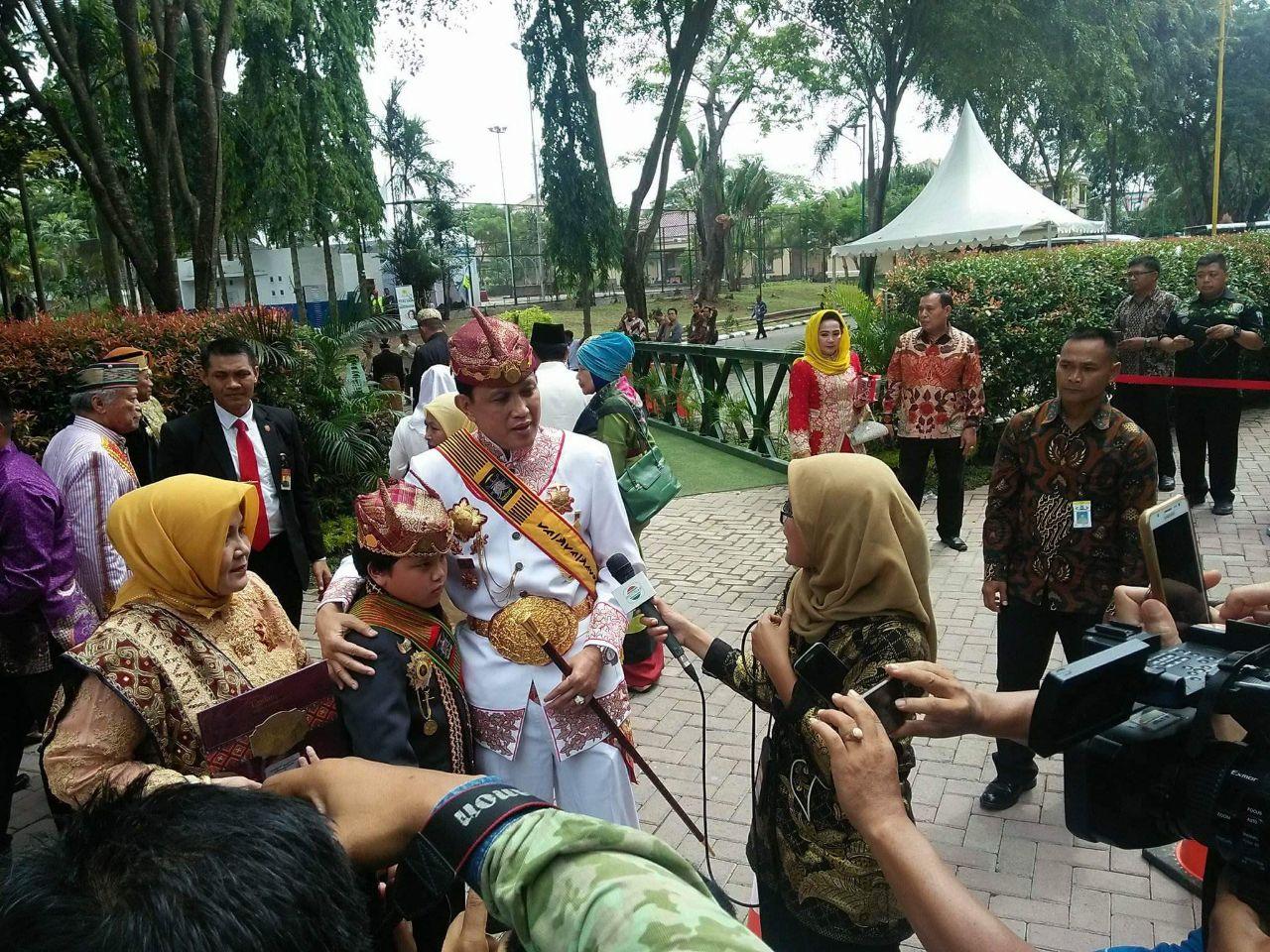 Sultan Sekala Bkhak Hadiri Resepsi Pernikahan Kahiyang-Bobby di Medan