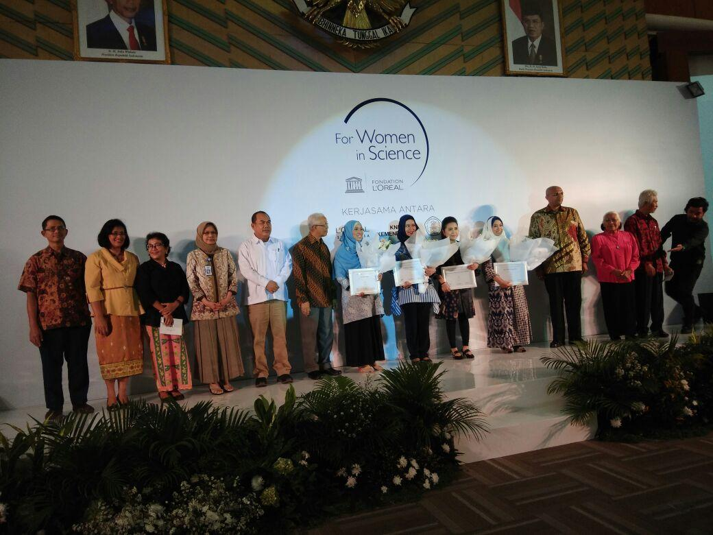 Empat Perempuan Peneliti Terima Penghargaan 'L Oreal