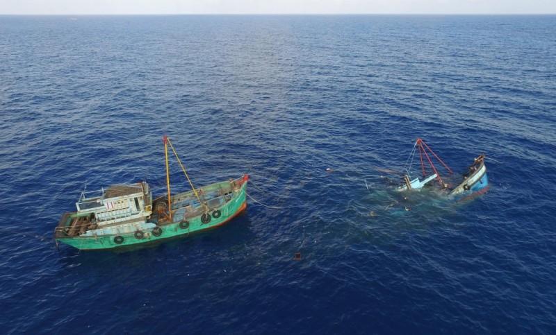 4 Kapal Pencuri Ikan Asal Vietnam Ditenggelamkan