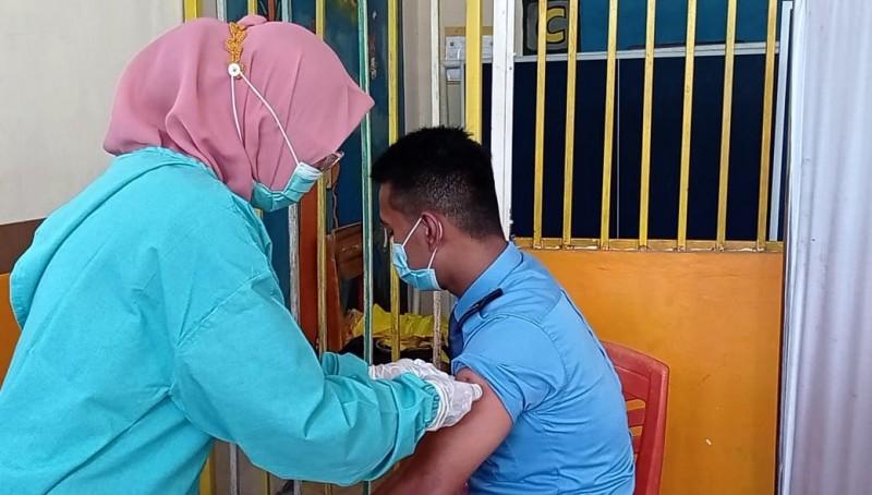 40 Pegawai Bandara Raden Intan II Ikuti Vaksinasi Tahap I