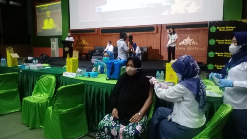 400 Pelaku UMKM di Lampung Ikuti Vaksinasi Kadin