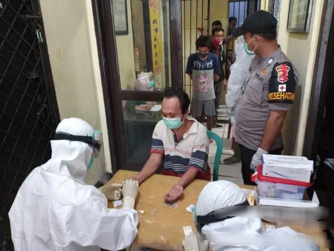 48 Tahanan Polres Way Kanan Jalani Rapid Test