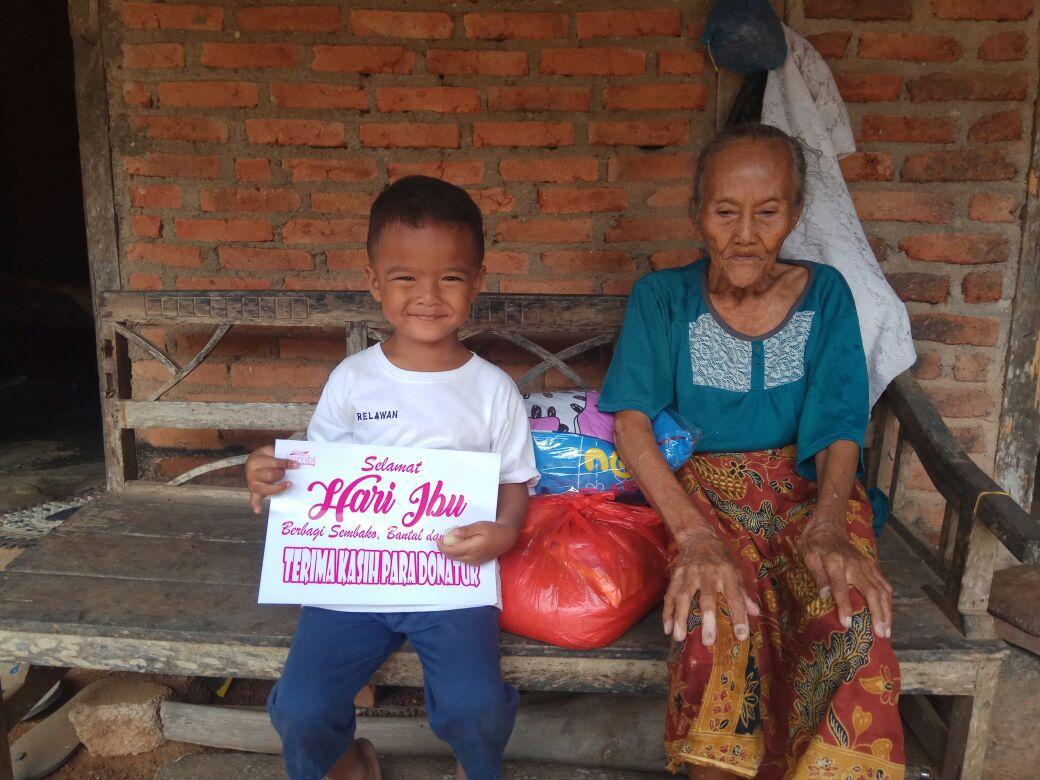 Hari Ibu, Kombi Lampung Berbagi kepada Janda dan Lansia