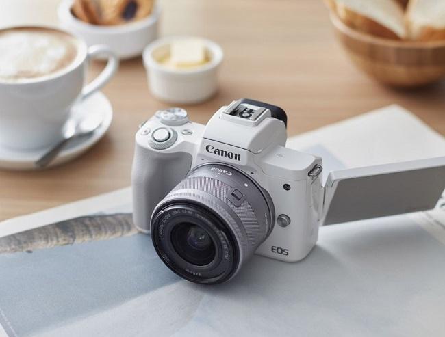 Canon EOS M50, Kamera Mirrorless dengan Kemampuan Merekan Video 4K