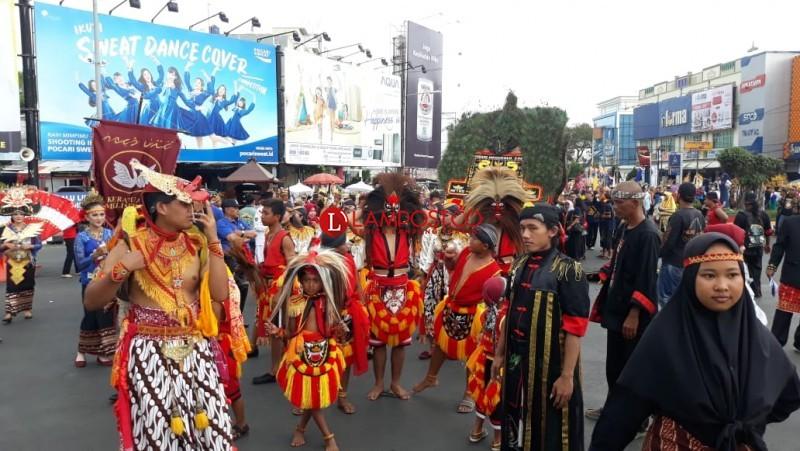 Ribuan Orang Ramaikan Parade Seni dan Budaya