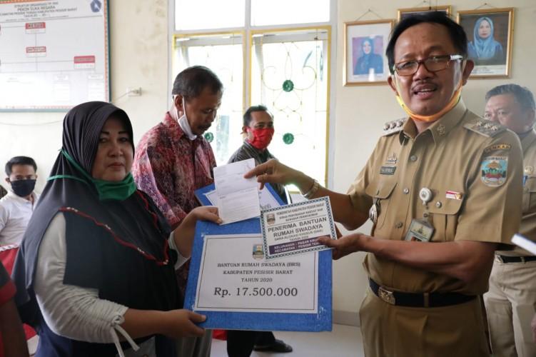 515 Warga Tak Mampu di Pesisir Barat Terima Bantuan Bedah Rumah